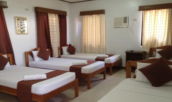 Family Room with Breakfast and Roundtrip Airport Transfer (Sales Promo)