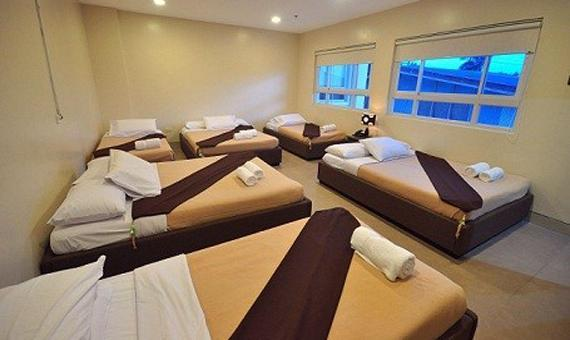 Barkada Room with Breakfast, WiFi & Round trip airport transfers (Good for 8 persons)