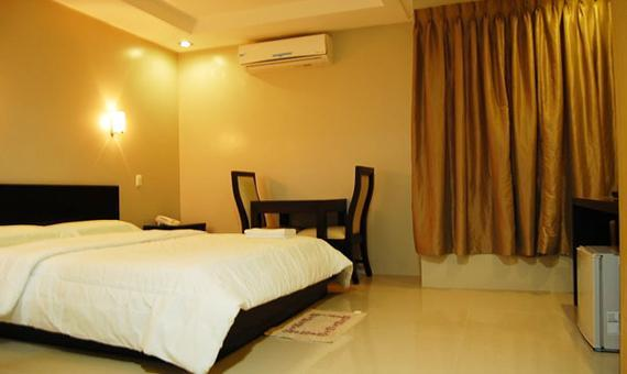 Superior Room with Kitchenette and Breakfast**