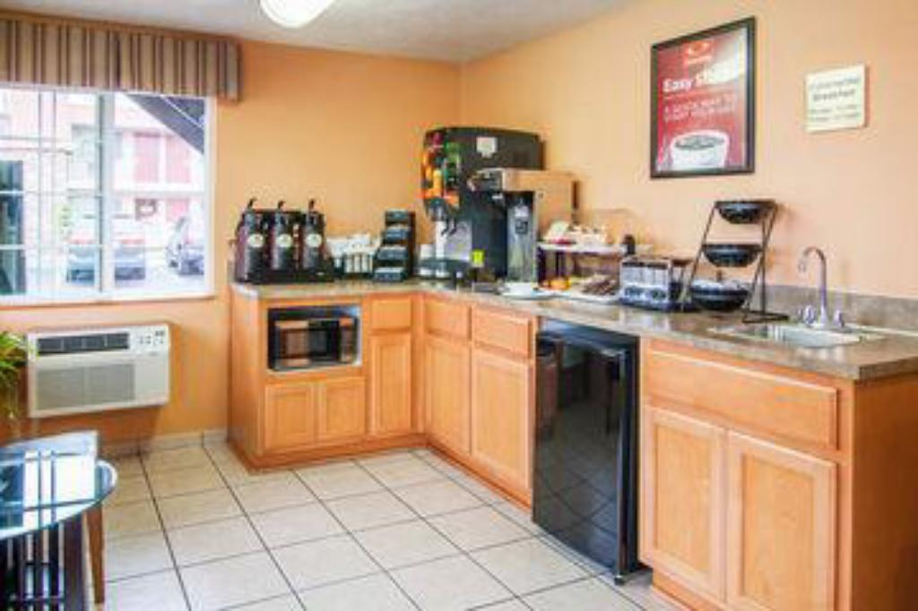 Buffet Econo Lodge Inn and Suites Hillsboro - Portland West