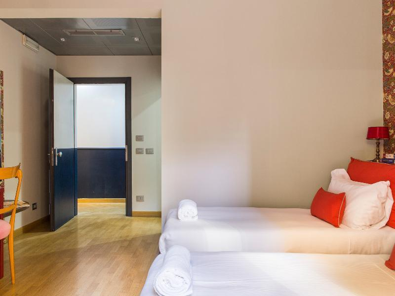 Monti First Guesthouse Bed And Breakfast Rome Deals Photos