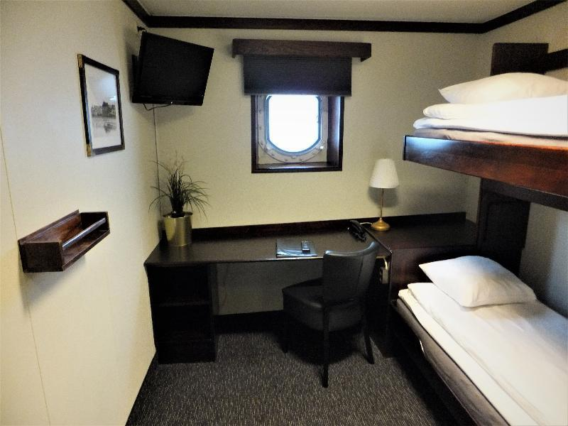 Cabin *bunk beds* Single Incl free bottle of wine per reservation