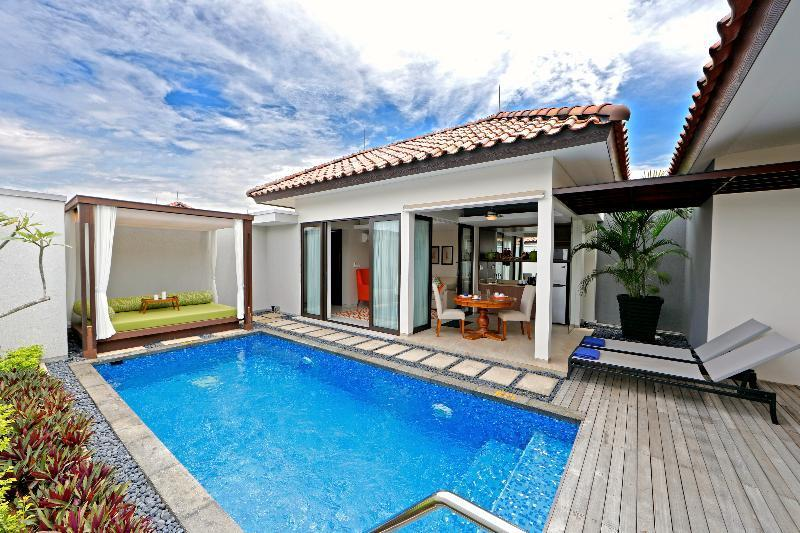 One-Bedroom Pool Triple Villa