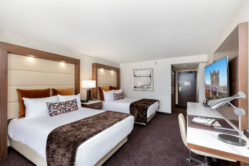 TRIPLE PREMIER ROOM - TWO QUEEN BEDS 3