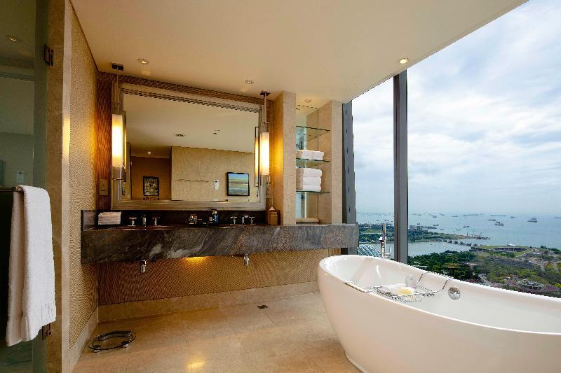 SINGLE ORCHID SUITE CITY VIEW
