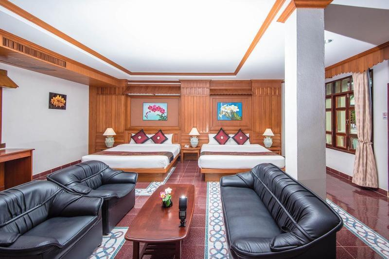 FAMILY ROOM SUITE 299