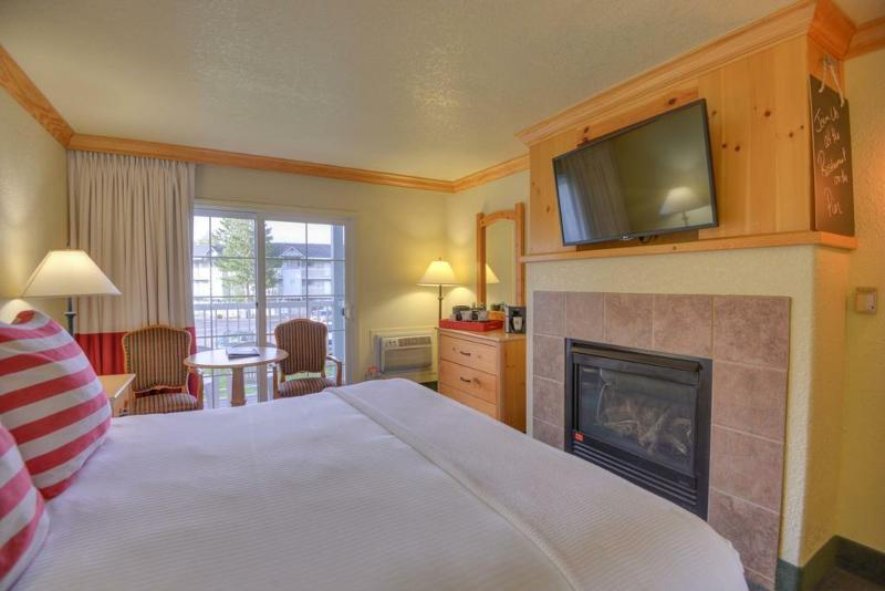 Deluxe Room, 2 Double Beds, Partial Lake View