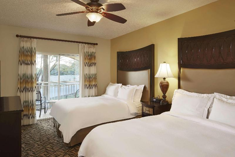 SUITE 2 Bedroom Suite W/ 1 King 2 Queens And Sofabd