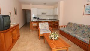 1 BEDROOM APARTMENT 1 ADULT STANDARD