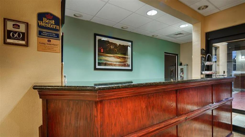 Lobby Country Inn & Suites by Radisson, Midway, FL
