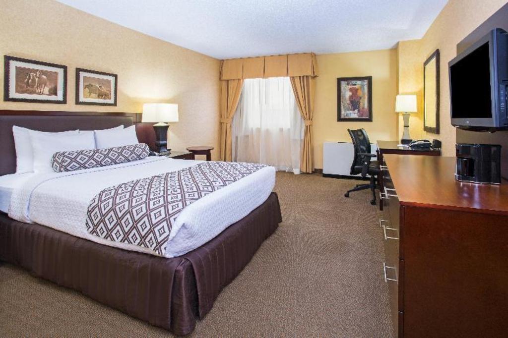 Crowne Plaza Denver International Airport Hotel Denver Co Deals Photos Reviews