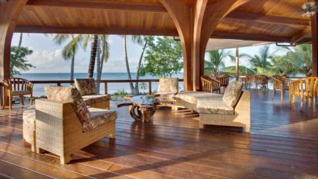 Ресторан Hatchet Caye Island Resort