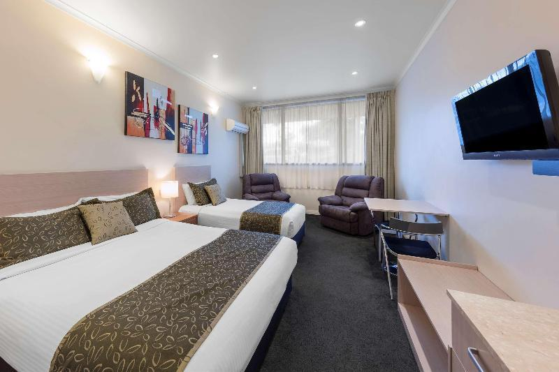 TRIPLE 1 Queen And 1 Single, Non-Smoking, Executive Room, Lcd Television, Microwave And Refrigerator, High